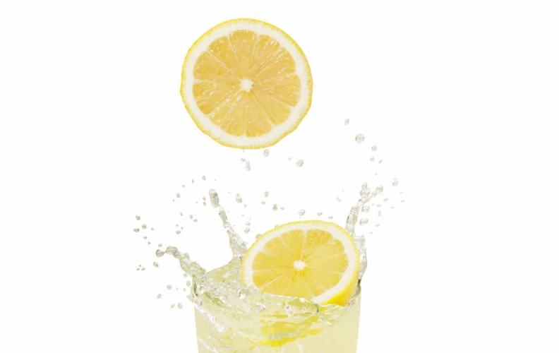 Agua con limón en ayunas, ¿Para qué?